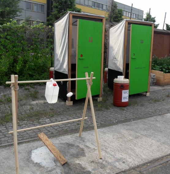 EcoToiletten mit Handwaschmöglichkeit. Bild: EcoToiletten